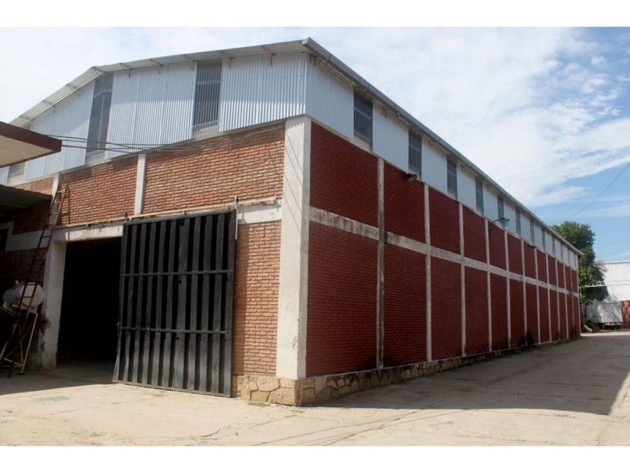 alquilo deposito de 460 m2 zona artigas