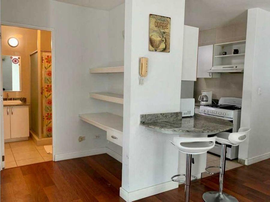 apartamento amoblado en el cangrejo 2 recamaras 2 parkings ac