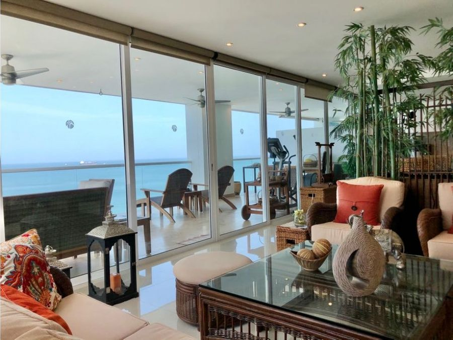 apartamento con vista al mar en la playa
