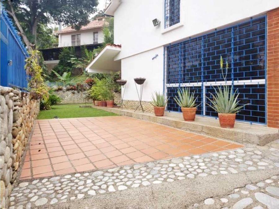 bella casa con jardin en el penon en calle cerrada
