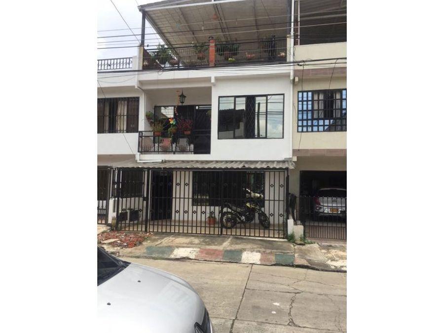 casa bifamiliar en venta en la base cali