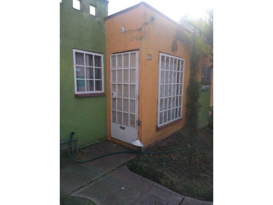 casa con alberca en fraccionamiento campo verde