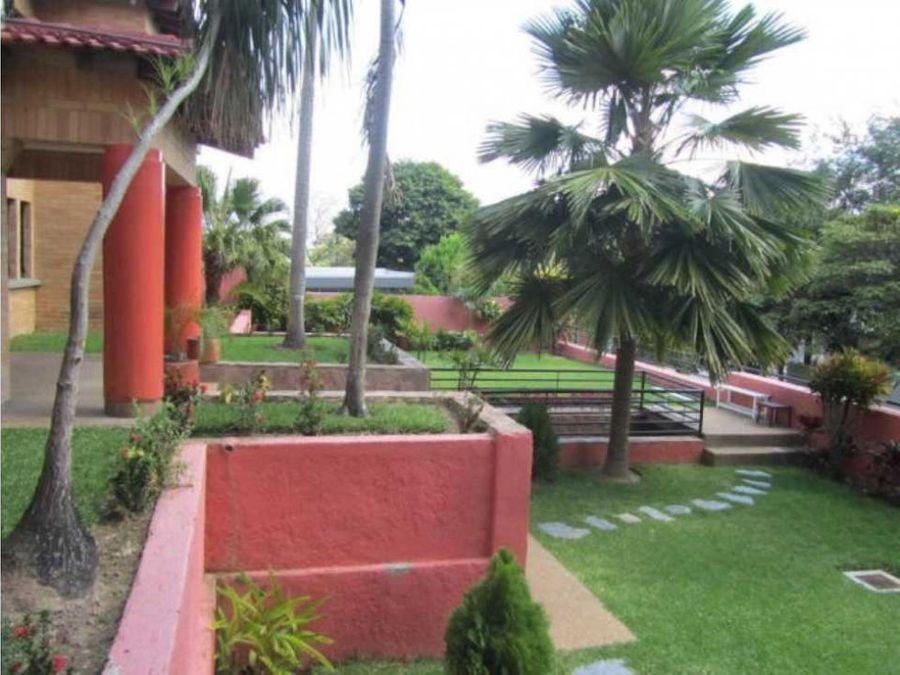 casa en venta en prados del este con amplio jardin