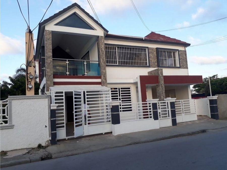 vendo casa de 2 niveles centro ciudad nagua r d