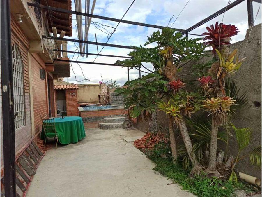 casa en venta con piscina en bosques de la lagunita en calle cerrada