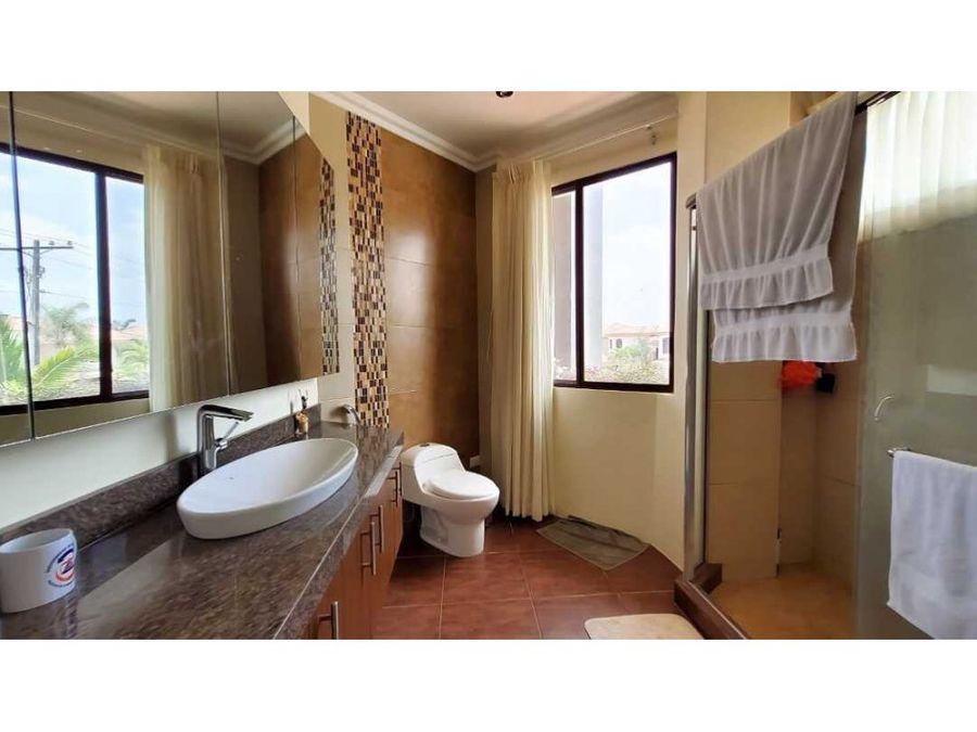 ca 030 casa en venta estancias del rio via samborondon