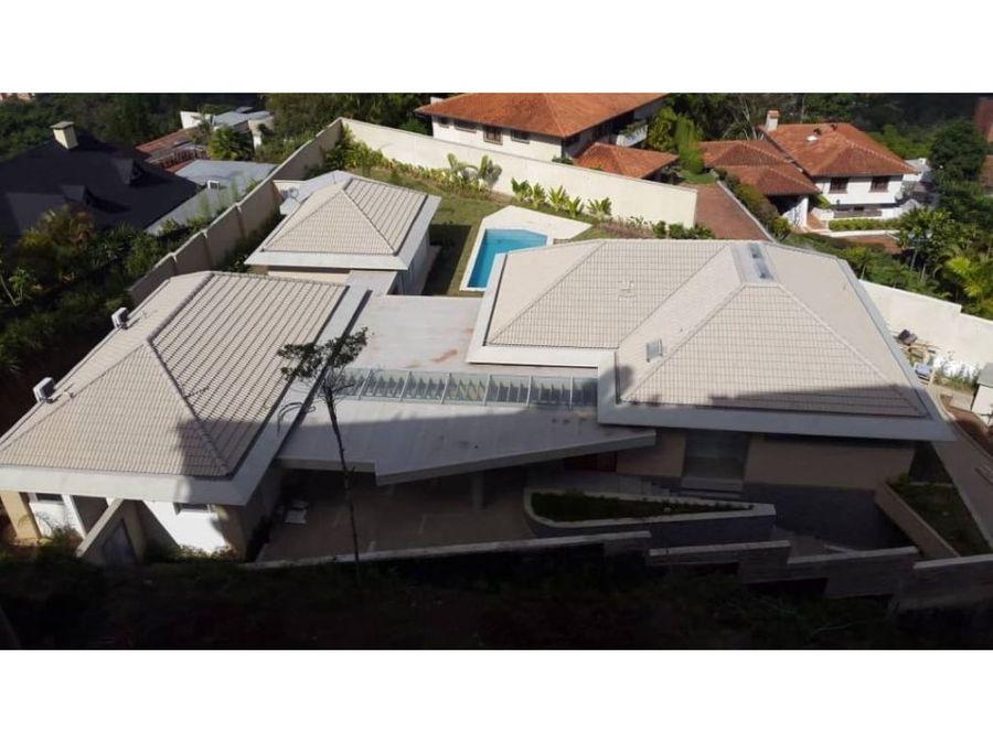 formidable casa en venta en la lagunita