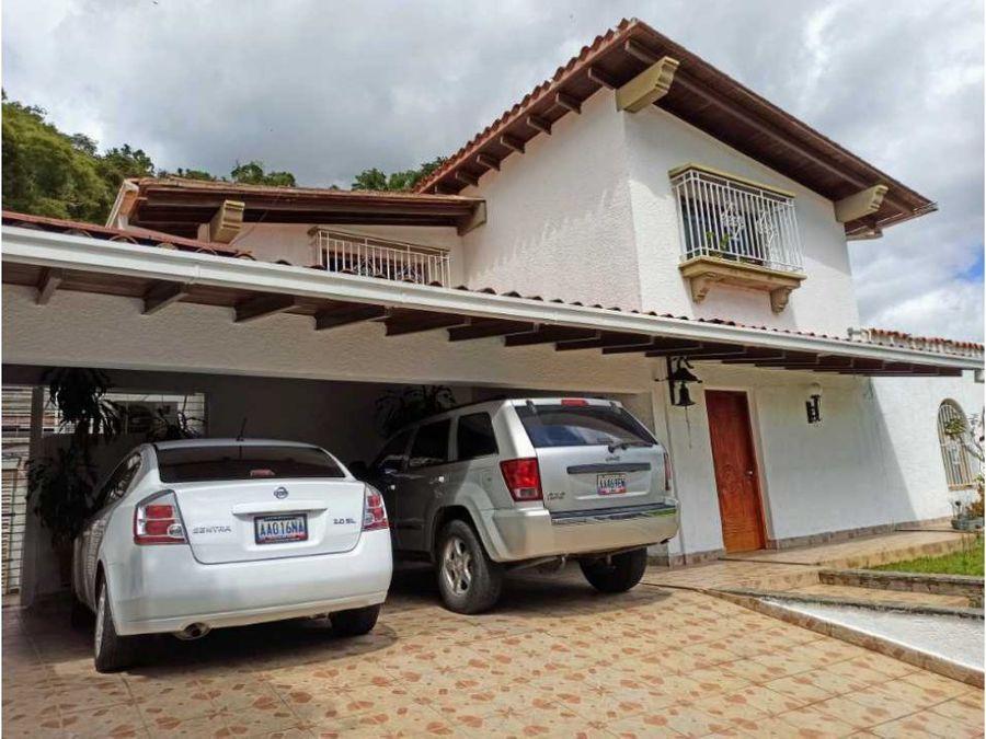 casa en venta en santa paula en calle cerrada