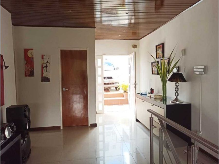 hermosa y amplia casa en venta en caicaguana en calle cerrada