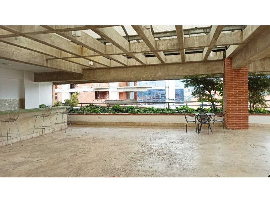 lujoso apartamento en venta en las mercedes con piscina