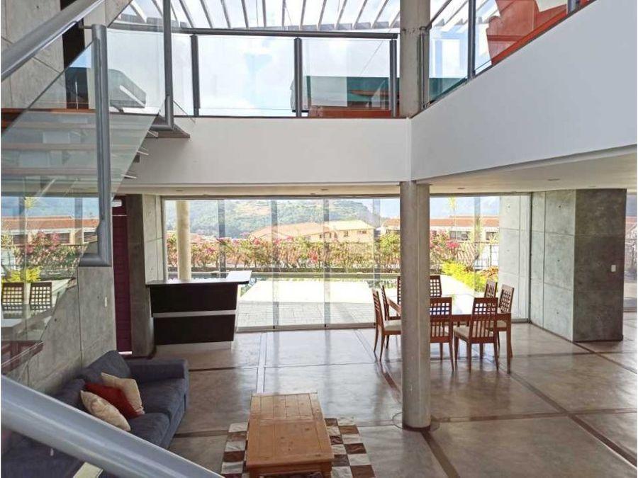 moderna casa en venta en loma linda