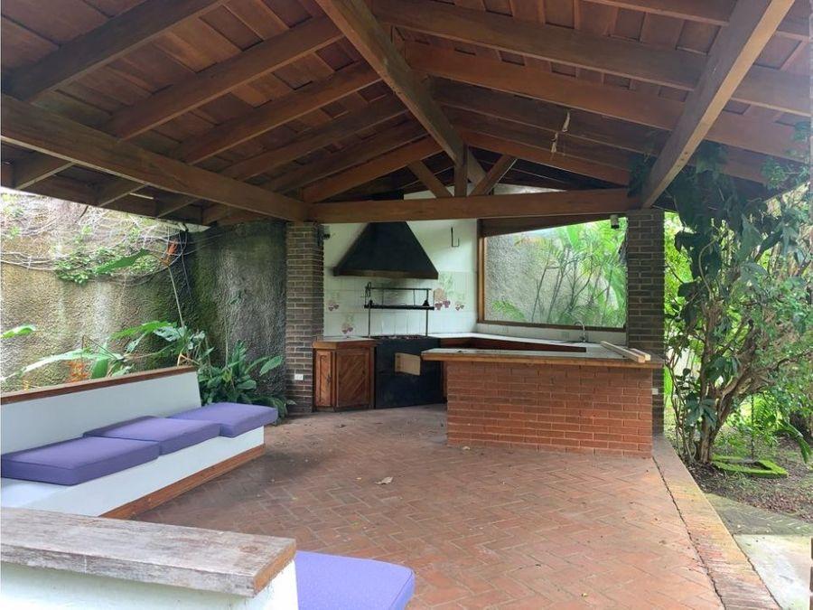 pinares bonita casa de una planta con 1320 m2 terreno buen precio