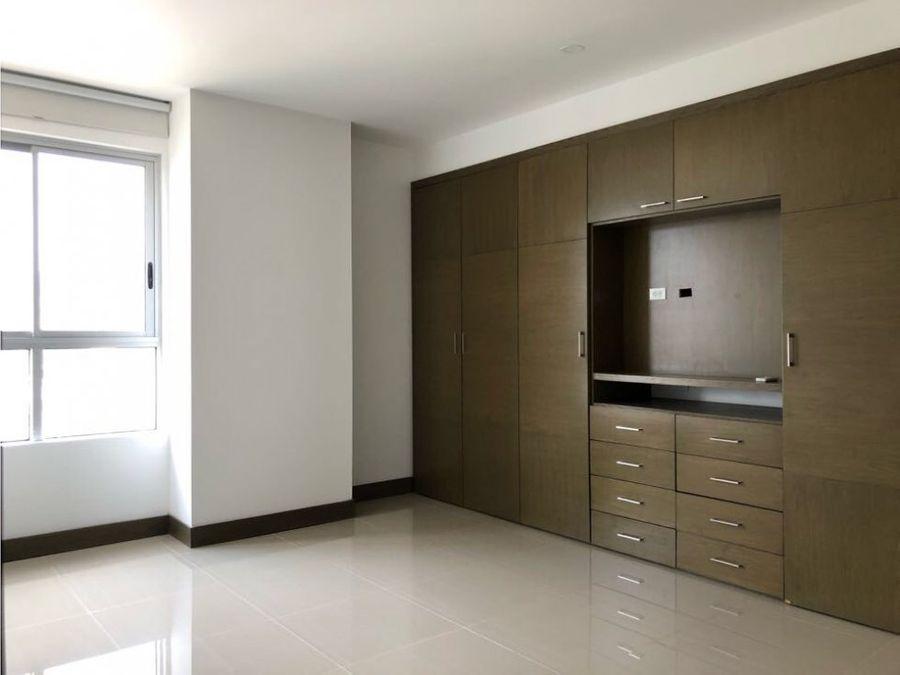 se vende amplio apartamento en bavaria