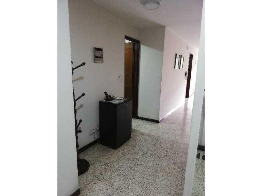 se vende apto en el centro 3 piso sin ascensor
