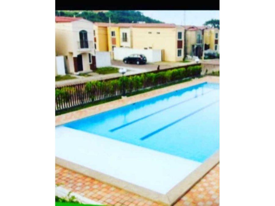 se vende casa de 2 plantas en la urbanizacion villa italia