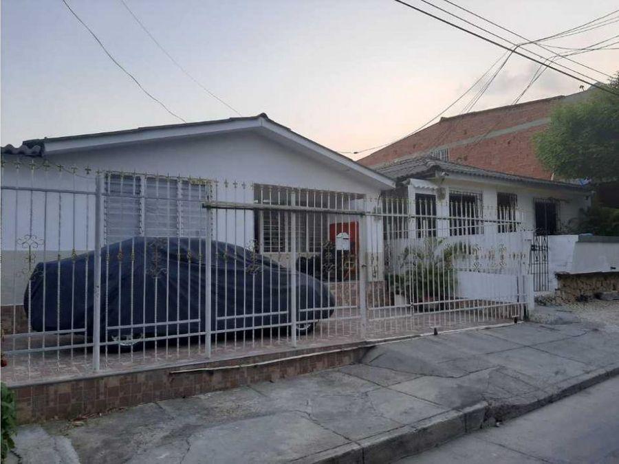 se vende casa en el tradicional barrio de blas de lezo