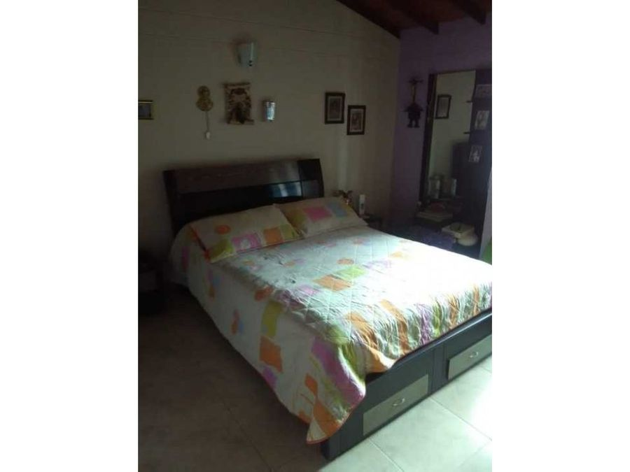 se vende casa de 3 habitaciones en santa marta