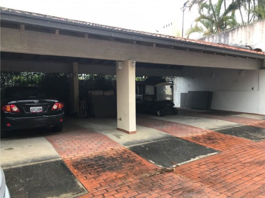 se vende casa 1100m2 10h9b10p la lagunita