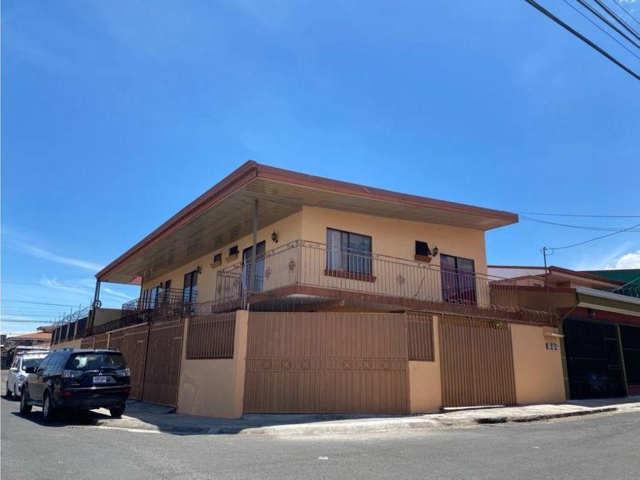 se vende edificio con tres casas