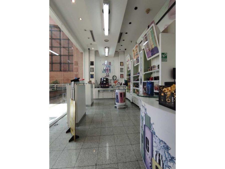 se vende local 30m229mz plaza las americas 4858