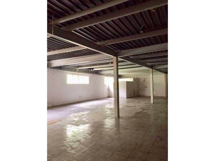 se alquila local 300m2 el marques