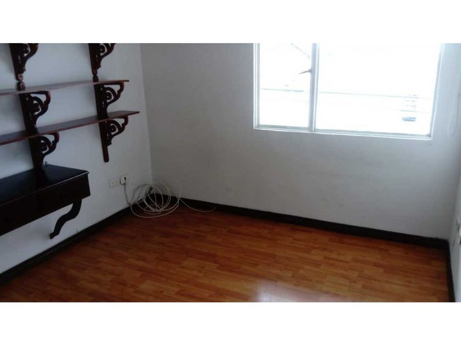 se renta apartamento en el barrio milan